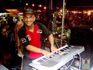 http://www.puertadetierra.info/barrio/eventos/patronalespt/charlie%20collazo.jpg